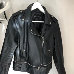 Lækker imiteret læderjakke fra Zara