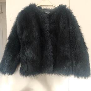 Super flot kunstig pels fra Christina Rohde  Str 10 år  Yderst pæn og velholdt.   Bytter ikke og tager ikke retur