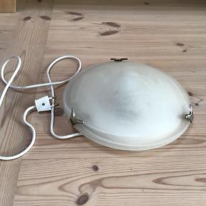 Loft / væglampe med LED pære fungerer perfekt og er i flot stand