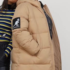 Sælger min H&M x kangol jakke, da jeg ikke bruger den efter andet køb :)