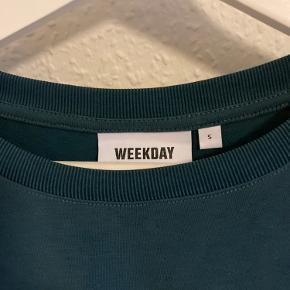 Langærmet trøje fra Weekday Trøjen er cropped