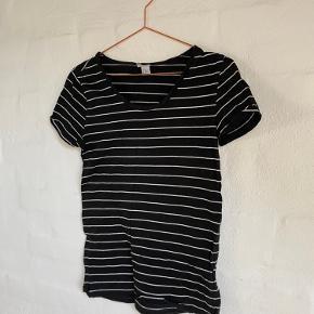 sort/hvid stribet t-shirt fra H&M (sælges fordi jeg rydder ud i den stribede del af garderoben 😉)