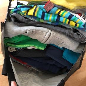 Str 98/104 - forskellige størrelser og stand på tøjet. Både bluser, bukser og t-shirts.