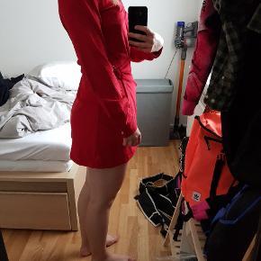 Super lækker kjole i et blødt materiale. Giver en god figur