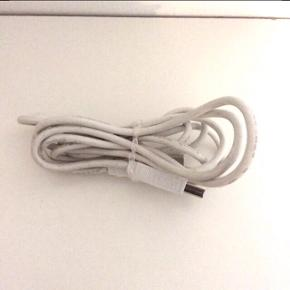 USB kabel 2.0 - USB-A han / USB-B han.   ca.  2 meter.  Fast pris.   Mødes og handle på Nørrebro i området: Runddelen, Jægersborggade og Stefansgade. - ellers plus porto.   Bytter ikke.