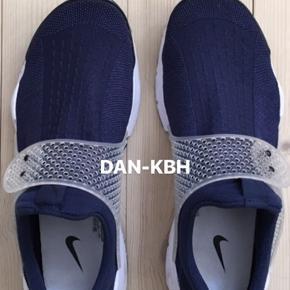 Nike Sock Dart 16' Mindste pris - 600kr Ingen tegn på slidtage, kan betegnes som nærmest ny. Sælges på vegne af familiemedlem Fragt betales af køberen Betaling gennem MobilePay
