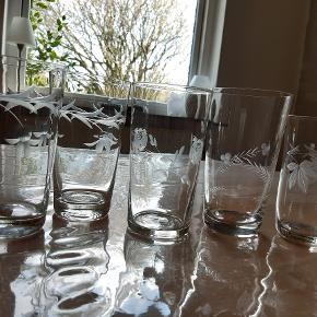 Retro drikkeglas, slebet. De 2 til venstre er ens. Hentes i Horsens.