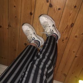 Helt nye trousers fra ZARA i str 38. Prismærke sidder stadig på. ☺️