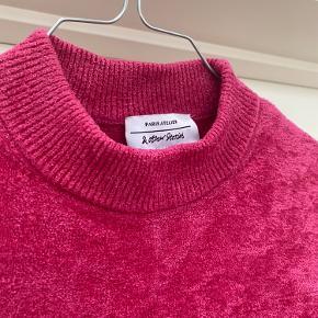 Meget fin pink bluse fra & Other Stories 💗 Brugt få gange, så er næsten som ny!