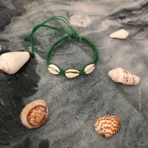 Grønt muslinge armbånd ❌ JULETILBUD, 20% PÅ ALLE SMYKKER + GRATIS FRAGT VED KØB FOR OVER 150kr ❌