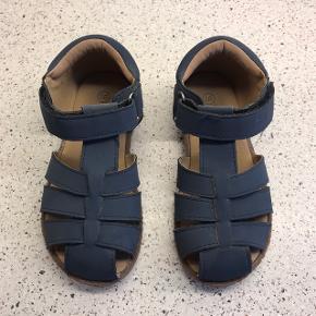 Flotte marineblå sandaler  Mærke: VRS  Stand: rigtig pæne (Sender ikke, skal afhentes i Aalborg Vejgaard)