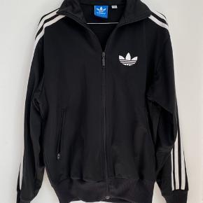 Adidas tracksuit trøje   Sendes med DAO 📦 Bud er velkommen ☀️  Priser eksklusiv fragt 🖐🏼