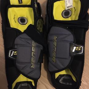 Hockey udstyr.  Bauer skin Guard med prismærke. Ubrugte. Str. 13 Fejlkøb.