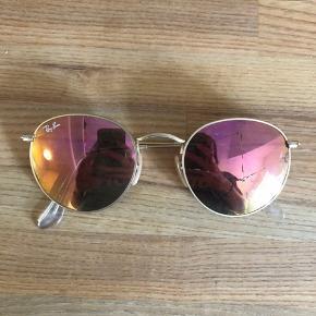 Brillerne er nye, men tabte dem uheldigt, så det ene glas gik i stykker. Derfor skal der nyt glas i.