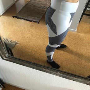 Hvide tights med sort/grå mønster str m.