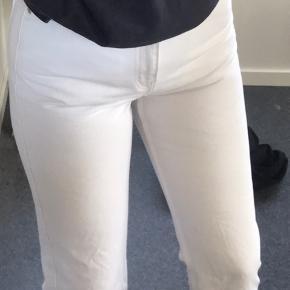 Weekdays row bukser Str. 28/30 - de er for små til mig, så de kan godt side anderledes end på billederne.  Der er få små pletter på dem, men er ikke tydelige. Skriv til mig, hvis man vil se pletterne :))