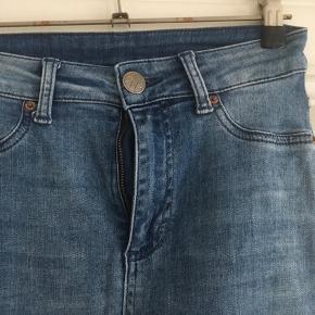 Blå cowboybukser str. 24 med lange smalle ben fra 2nd One med stræk.😀 Kan hentes i Århus midtby.
