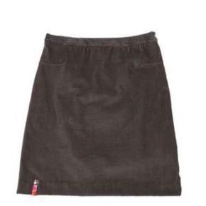 Varetype: zieatha grå fløjls nederdel Størrelse: s (m) Farve: Grå Oprindelig købspris: 500 kr.  Skøn grå fløjlsnededel med lynlås og knap i siden. Nederdelen har et lille mønstret mærke foran og grå rib nederst bagpå.  Str.m, men lille i str.