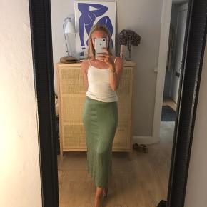Flot grøn nederdel str 36 aldrig brugt