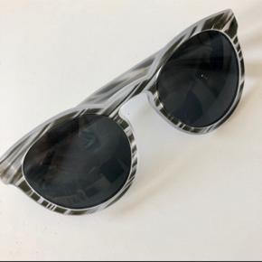 Super smukke solbriller fra Dolce Gabbana.  Hentes på Islands Brygge