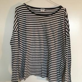 Stribet trøje fra Vero Moda. Str. XL, men vil nærmere sige M 😊