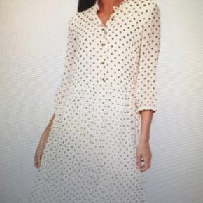 Maxi kjole hvis beige med brune prikker..