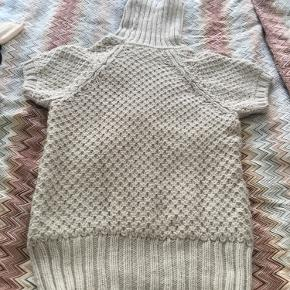 Lovely super warm and cozy long knit in acrylic and wool blend. Fits size small too.