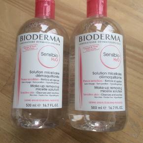 Prisen er for begge flasker:) Helt nye og uåbnede Bioderma Sensibio / Créaline makeupfjerner / rensevand. 500 ml i hver. Holdbarhed til hhv. juli 2021 (Sensibio) og oktober 2021 (Sensibio/Crealine TS til meget tør hud)  Kan afhentes på Østerbro i København, men jeg sender også gerne.  Skriv gerne på 20835699 ved interesse:) Prisen er fast.   Prisen for 1 flaske er 100,-   NB Créaline er navnet på det franske marked og al tekst står på fransk. Sensibio er navnet på det internationle marked og teksten står på flere sprog.   TS (på billede nr 2 står for Très Sèche = meget tør).