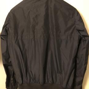 Sommer jakke  Str 5(xl) Cond 9 efter en vask Kvit haves