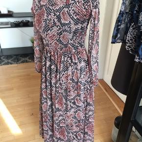 Smuk maxi kjole slangeskind