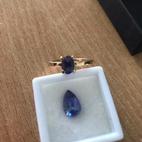 Smuk tanzanite ring, 14 karat guld og +0,80 carat.  Løs tanzanite +1,00 carat. Spørg for pris. Sælges samlet eller seperat