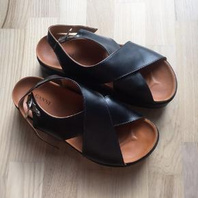 Super flotte sandaler fra ganni i str. 39. Sælges da jeg ikke får dem brugt. Brugt to gange og fejler intet - byd 😊