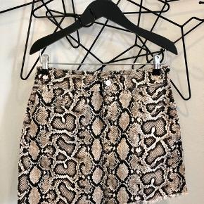 Zara denim nederdel str. M aldrig brugt. - Mp 100 kr.