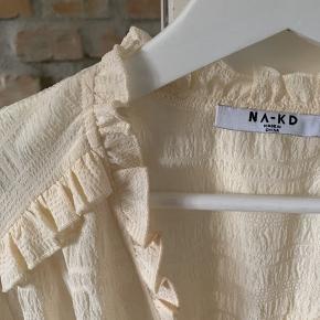 Vildt sød trøje / skjorte med frynsedetaljer. ALDRIG BRUGT Byd💘💘