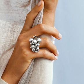 Super smuk stor moonlight grape ring fra Georg Jensen str 52💍 Har kun været brugt få gange til festlige lejligheder💃