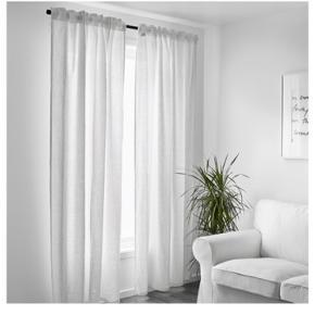 Nye gardiner tilhørende stang, ophæng og endeknopper. Nypris for det hele var omkring 500kr i IKEA. Spørg for flere billeder :)