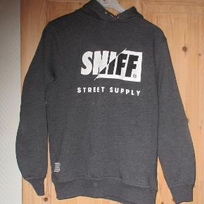 Grå hættetrøje fra Sniff str S  Se også mine flere end 100 andre annoncer med bla dame-herre-børne og fodtøj