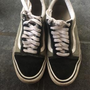 Varetype: Sneakers Størrelse: 7.5 Farve: Ukendt Prisen angivet er inklusiv forsendelse.