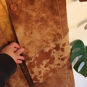 Vintage lang frakke af mærket AK HAK Collection i str L. Fejler ingenting og har kun været brugt en enkelt gang.   Køber betaler fragt.
