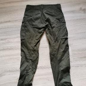 Str 32/32 ingen huller, super fede og behagelige bukser sælges udelukkende pga af at de er blevet for store. Ny pris ca 900kr