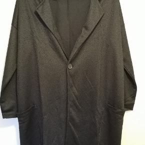 Oversize blazer/cardigan. Kun brugt og vasket en enkelt gang.