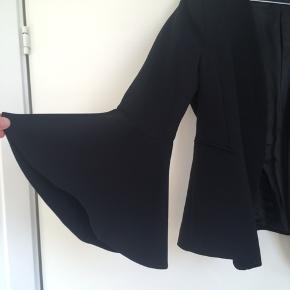 Fin blazer fra Zara med flotte detaljer ved ærmerne