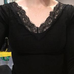 Smuk bluse perfekt til festlige lejligheder