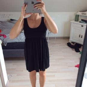 Basic sort kjole