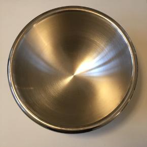 Bodum metal skål (25x12), 50 kr.
