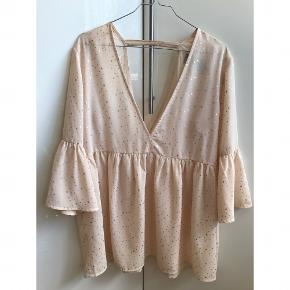 Bluse brugt virkelig få gange - har bare hængt i skabet. Men SÅ sød! 😊