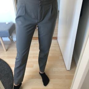 Grå business bukser   Åben for bud  Køber betaler fragt