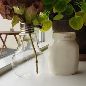 """2 fine vaser fra Serax. Den ene er fra deres """"lightbulb"""" kollektion. Brugt nogle gange. Samlet pris"""