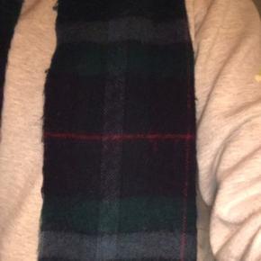 Tørklæde, God, men brugt. Spjald - Lidt fnugget. Men ingen pletter. Tørklæde, Spjald. God, men brugt, Brugt en periode og har derfor mindre tegn på brug