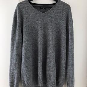 Lækker Bruun & Stengade pullover  Str. XXL 50% uld 50% Viskose Brugt og vasket få gange efter kunstensregler!   Jeg har meget mere tøj til salg, også i andre størrelser, så tag et kig, er næsten sikker på der vil være noget du kan bruge.